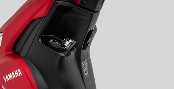Posisi lubang tangki BBM Yamaha FreeGo di sebelah kiri depan.